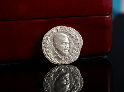 Монета с объемным портретом