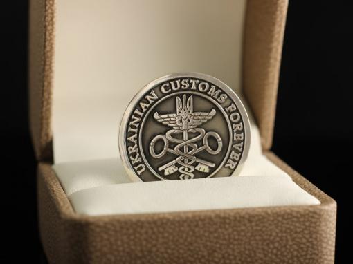 Серебряная монета с персональной символикой и гербом