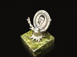 """Серебряная монета на серебряной подставке """"Дерево"""""""