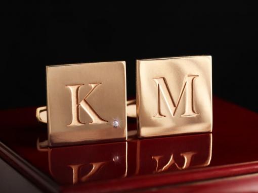Золотые именные запонки с бриллиантом